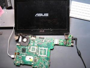 Un Asus tout nu, mais qui fonctionne :)