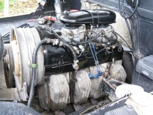 Une fois le moteur refermé, avec les différents caches.