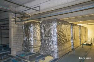 Les cabines SK encore emballées dans les plastiques de transports