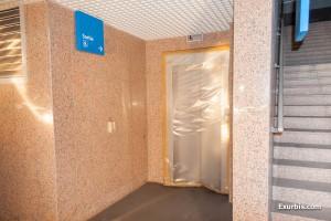 Les ascenseurs avaient été plastifiés pendant la mise en sommeil... définitive...