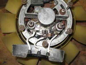 Les câbles, protégés par de la gaine thermorétractable (en noir ou blanc)